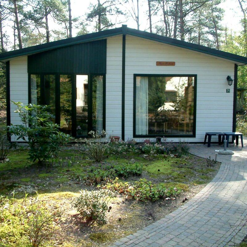 voorzijde bungalow